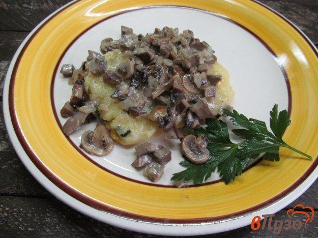 фото рецепта: Манная каша с подливой из почек и грибов