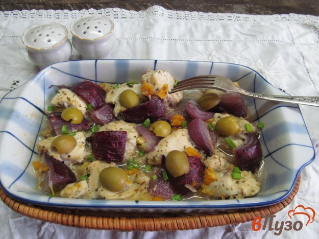фото рецепта: Куриная грудка с луком и оливками