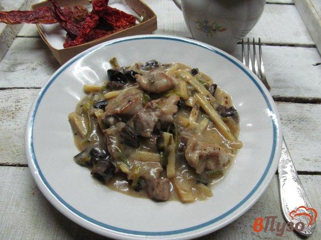 фото рецепта: Свинина с черносливом в густом сметанном соусе