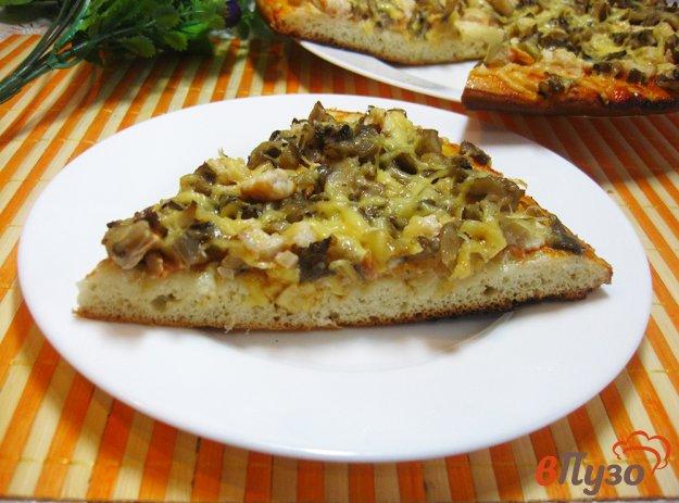 фото рецепта: Пицца с курицей и вешенками