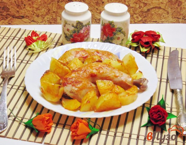 фото рецепта: Куриные окорочка запеченные с картофелем в соусе