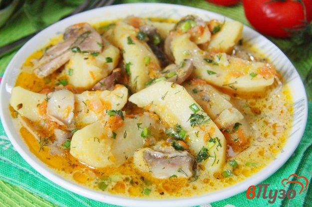 фото рецепта: Тушеный картофель с грибами в мультиварке