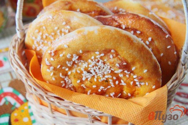 фото рецепта: Дрожжевые завитки с морковью и сыром