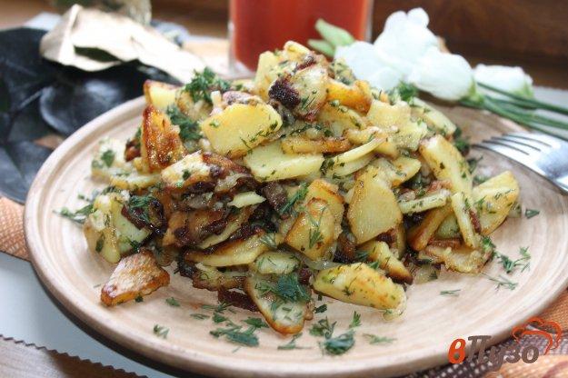 фото рецепта: Жареный картофель на маринованном сале с луком