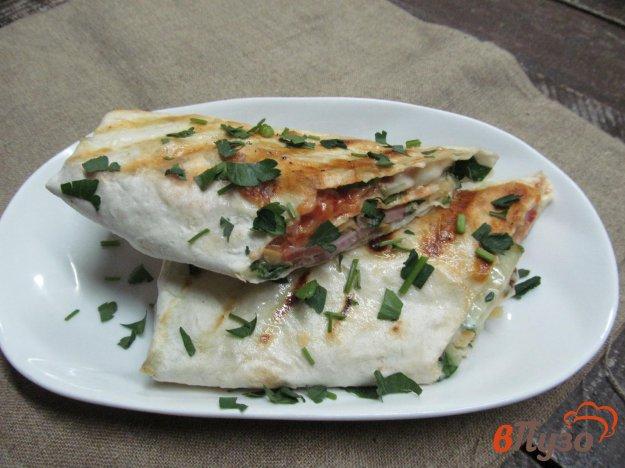 фото рецепта: Лаваш с сытной начинкой из мяса и овощей