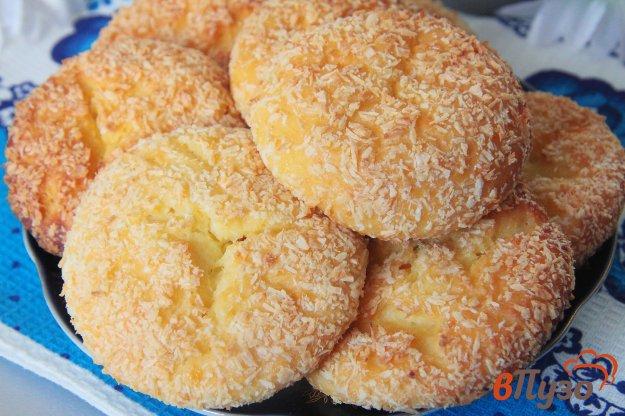 фото рецепта: Сырники с манкой в кокосовой стружке, запеченные в духовке