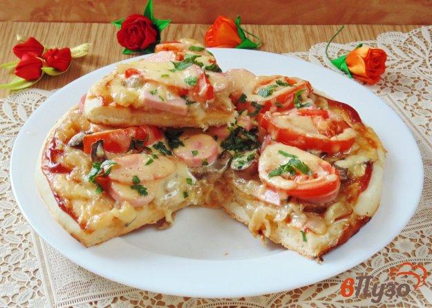 фото рецепта: Пицца с королевскими шампиньонами и луком