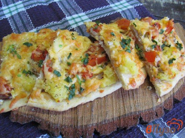 фото рецепта: Белая пицца с бужениной и луком-порей