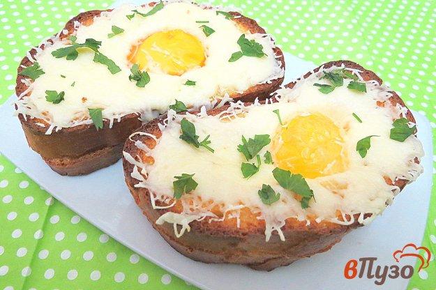 фото рецепта: Гренки с сыром и яйцом в духовке