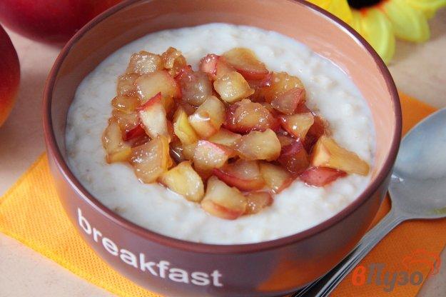 фото рецепта: Овсяная каша с карамелизованными яблоками