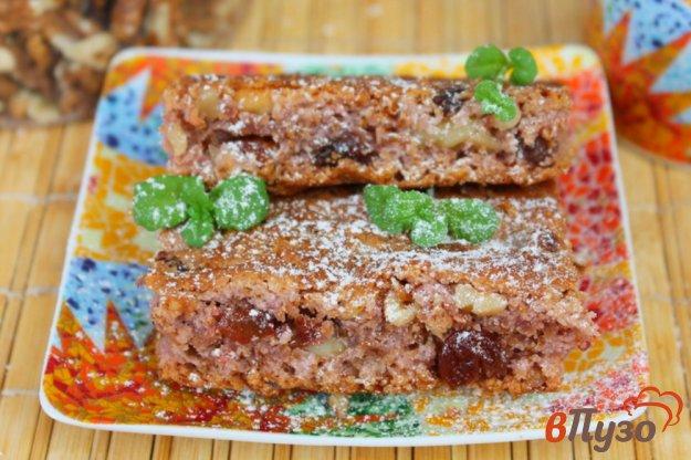 фото рецепта: Постная малиновая коврижка с изюмом, медом и орехами
