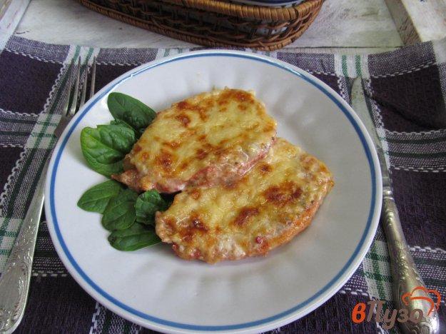 фото рецепта: Мясо запеченное под сметанным соусом и сыром
