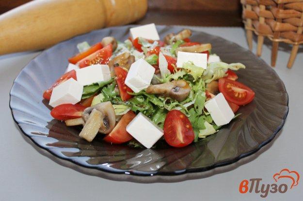 фото рецепта: Закусочный салат из черри с грибами и сыром