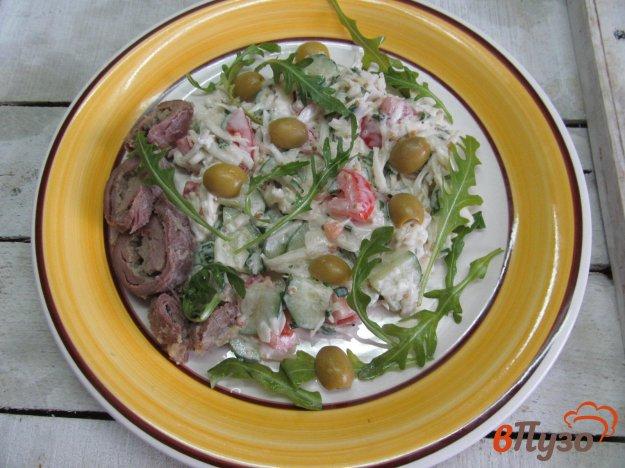 фото рецепта: Капустный салат с помидором и мясом