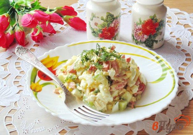 фото рецепта: Салат с огурцом, сыром и салями
