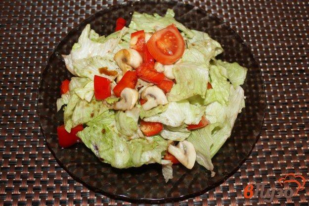 фото рецепта: Салат из перца, грибов и салатной капусты