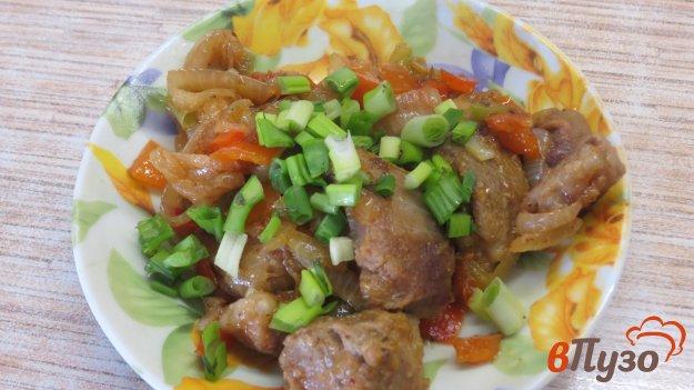 фото рецепта: Тушеная свинина с луком и болгарским перцем
