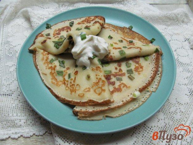 фото рецепта: Блинчики с зеленым луком на кефире