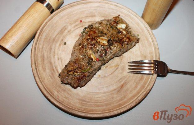 фото рецепта: Стейк из мякоти телятины с чили маслом
