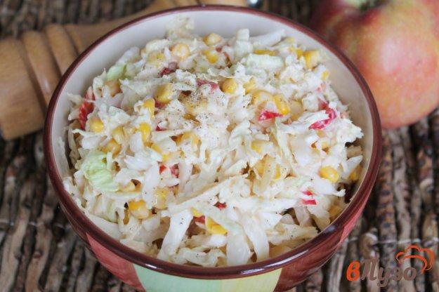 фото рецепта: Салат из пекинской капусты с кукурузой, яблоком и перцем