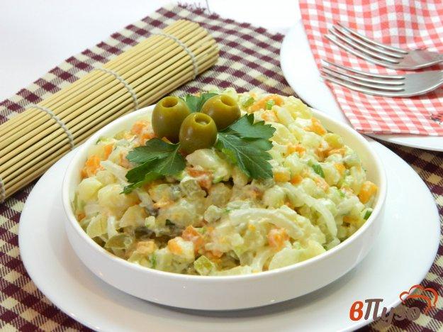 фото рецепта: Постный Оливье с морковью и маринованным луком
