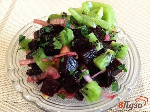 фото рецепта: Свекольный салат с киви