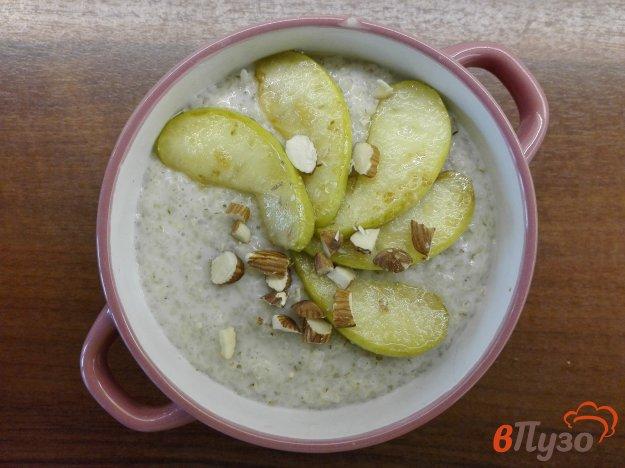 фото рецепта: Ячневая каша с яблоком и миндалем