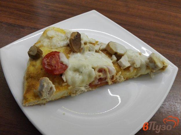фото рецепта: Пицца с белыми грибами и чесночным соусом
