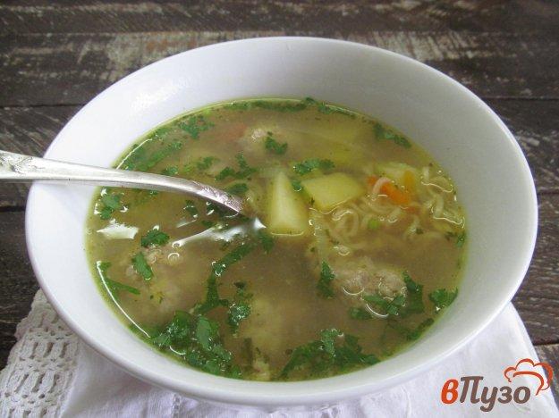 фото рецепта: Суп с фрикадельками и мивиной