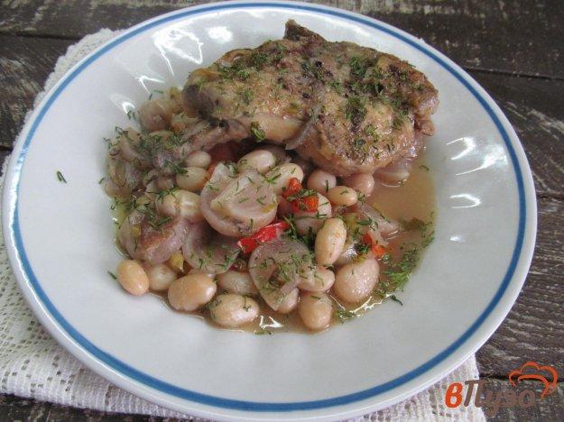 фото рецепта: Куриные бедра тушеные с овощами и фасолью