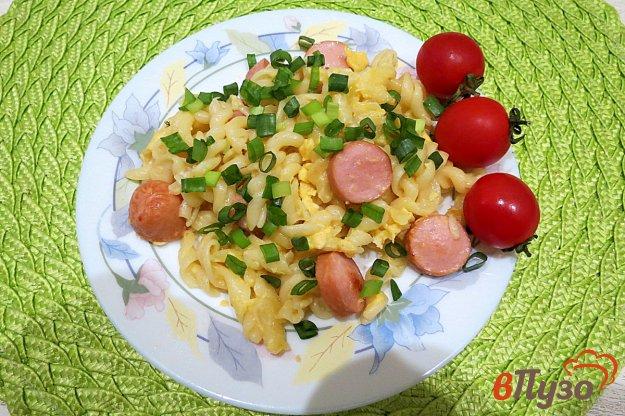 фото рецепта: Макароны с яйцом и сосисками