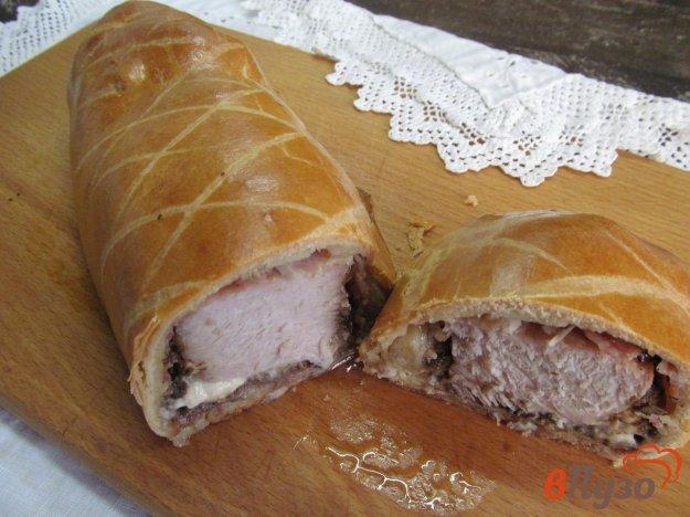 фото рецепта: Свинина с грибами и сыром в тесте
