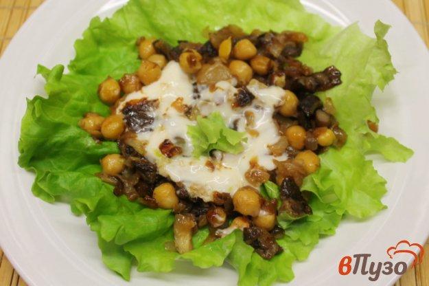 фото рецепта: Лесные грибы с нутом и плавленным сыром