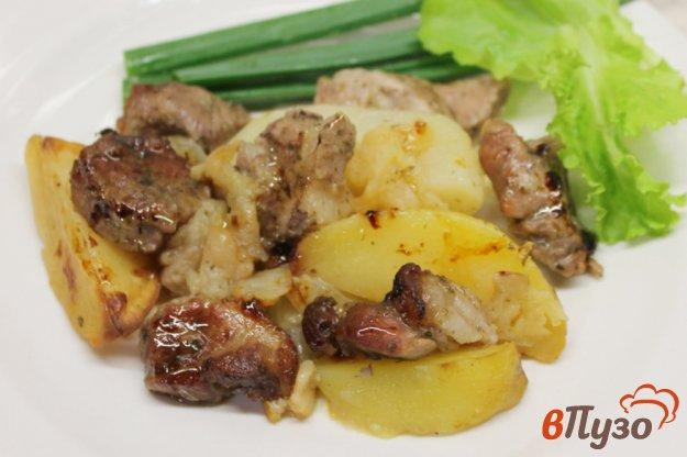 фото рецепта: Картофель со свининой, луком и яблоком в рукаве