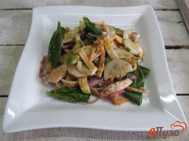 фото рецепта: Салат с куриной грудкой кабачком и огурцом