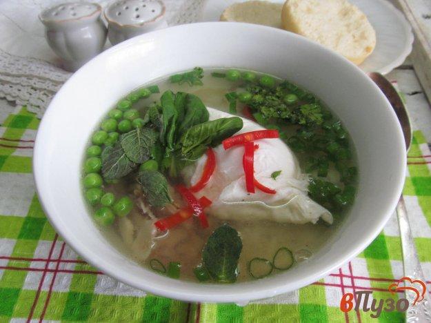 фото рецепта: Куриный суп с рисом и яйцом пашот