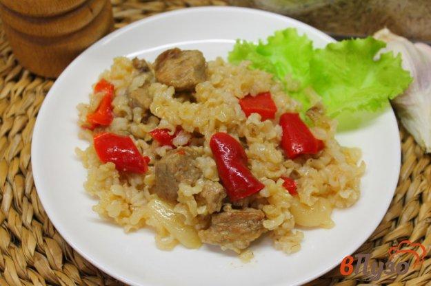 фото рецепта: Бурый рис со свининой и болгарским перцем