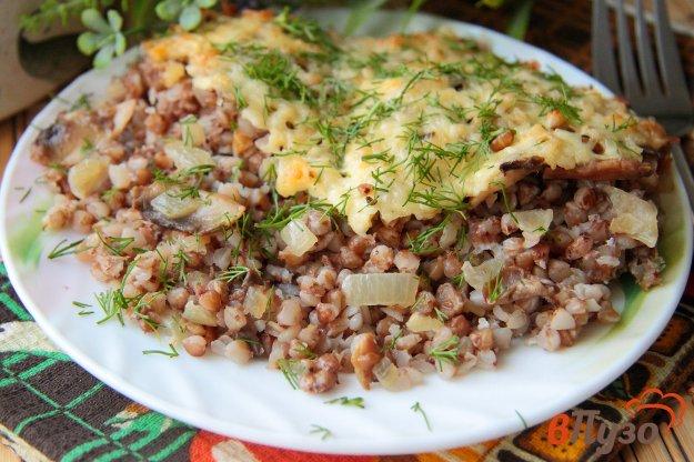 фото рецепта: Гречка, запеченная с грибами под сыром