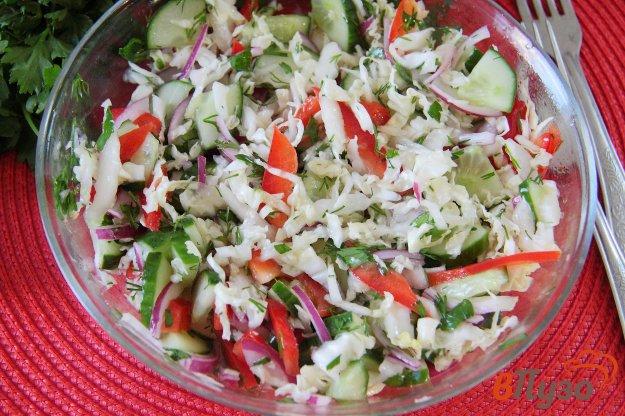 фото рецепта: Салат из пекинской капусты с огурцом и болгарским перцем
