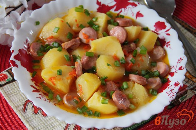 фото рецепта: Тушеная картошка с сосисками