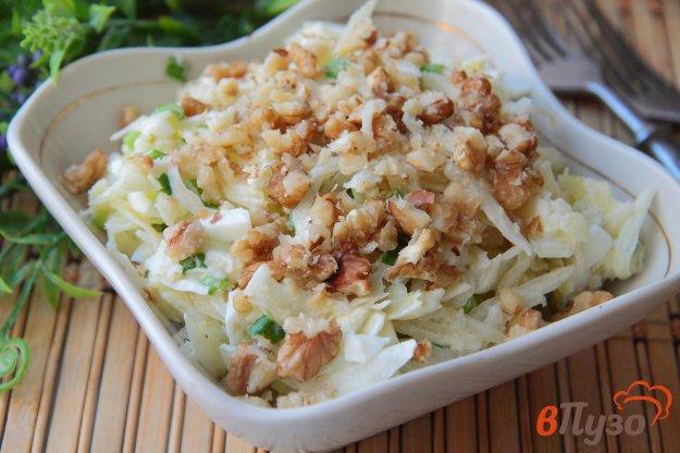 фото рецепта: Салат из капусты с яйцом и грецкими орехами
