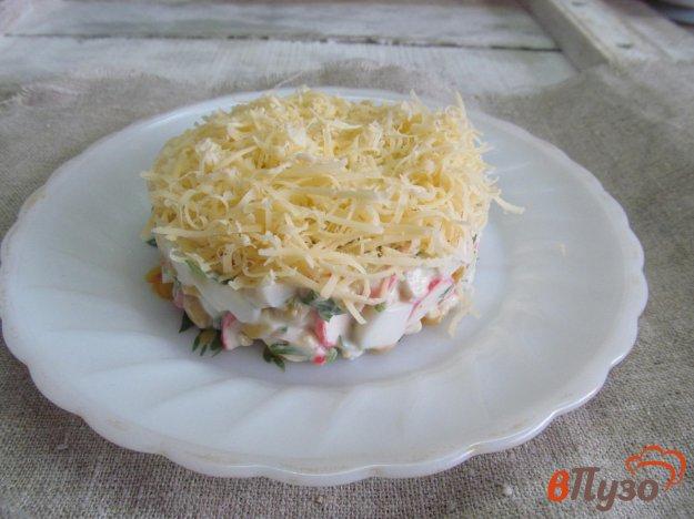 фото рецепта: Салат с кукурузой крабовыми палочками и сыром