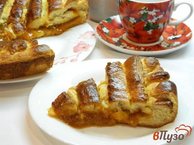 фото рецепта: Дрожжевой пирог с абрикосовым вареньем