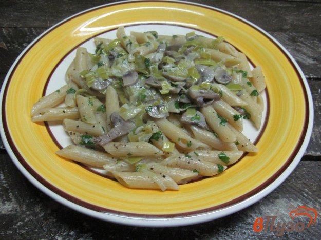 фото рецепта: Паста с грибами и луком-порей