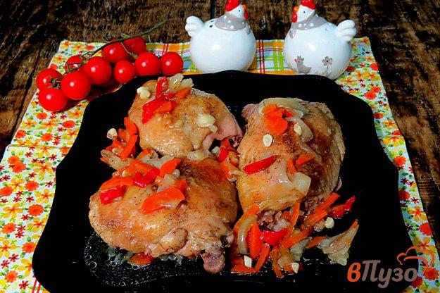 фото рецепта: Куриные бёдра тушёные в духовке