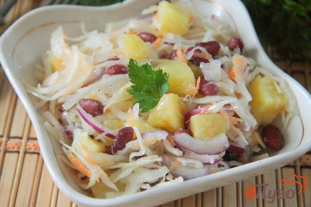 фото рецепта: Салат из квашеной капусты с фасолью и картофелем