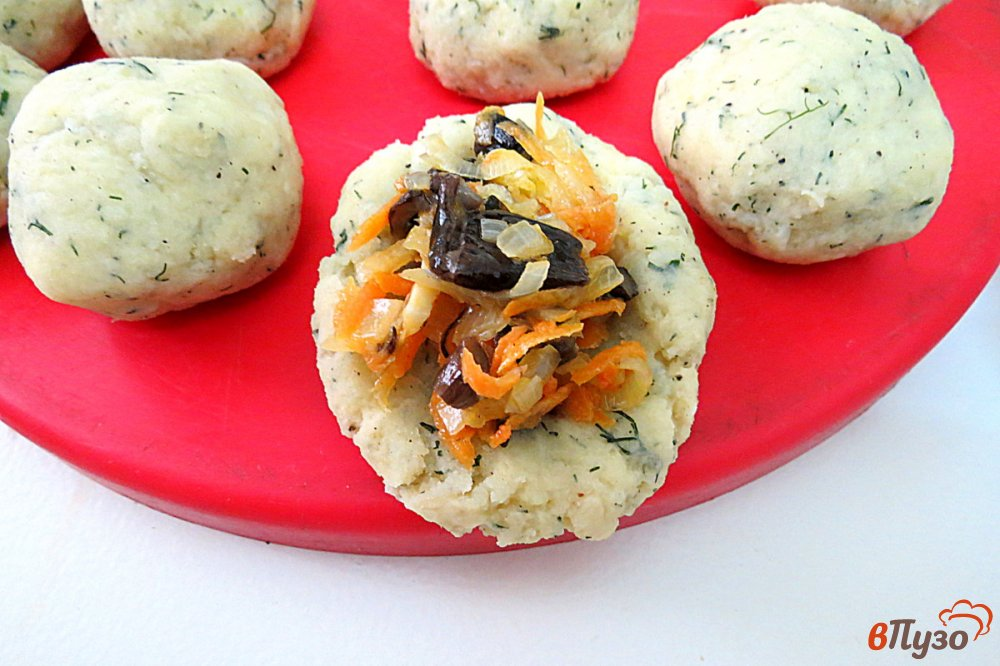 Фото приготовление рецепта: Картофельные зразы в духовке шаг №11