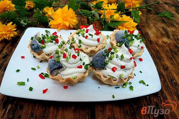 фото рецепта: Тарталетки с творогом и сельдью