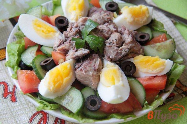 фото рецепта: Овощной салат с тунцом и маслинами