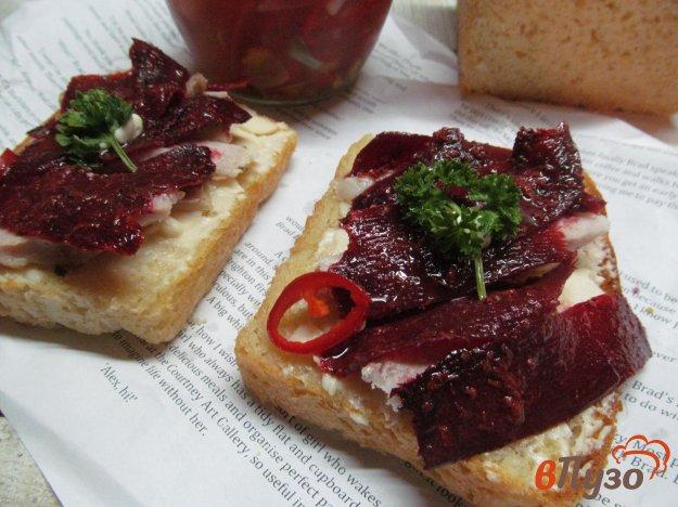 фото рецепта: Сэндвич с сыром и маринованной свеклой